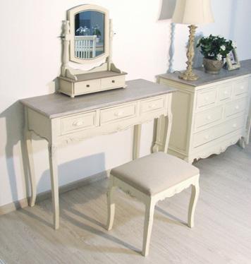 Przecierane meble prowansalskie zrobione z drewna topolowego, pieknie rzeźbione i ręcznie malowane.